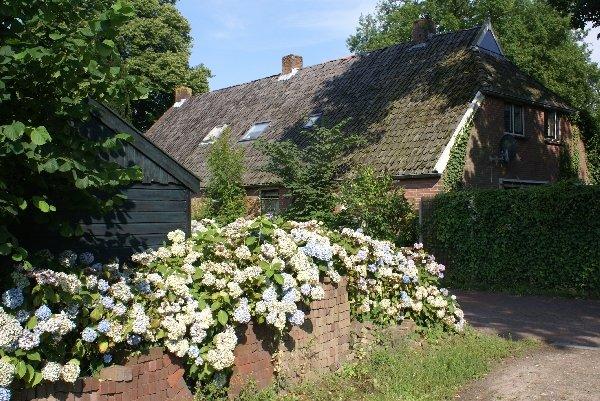 ''Under the Oaks'' - farmhouse from 1836