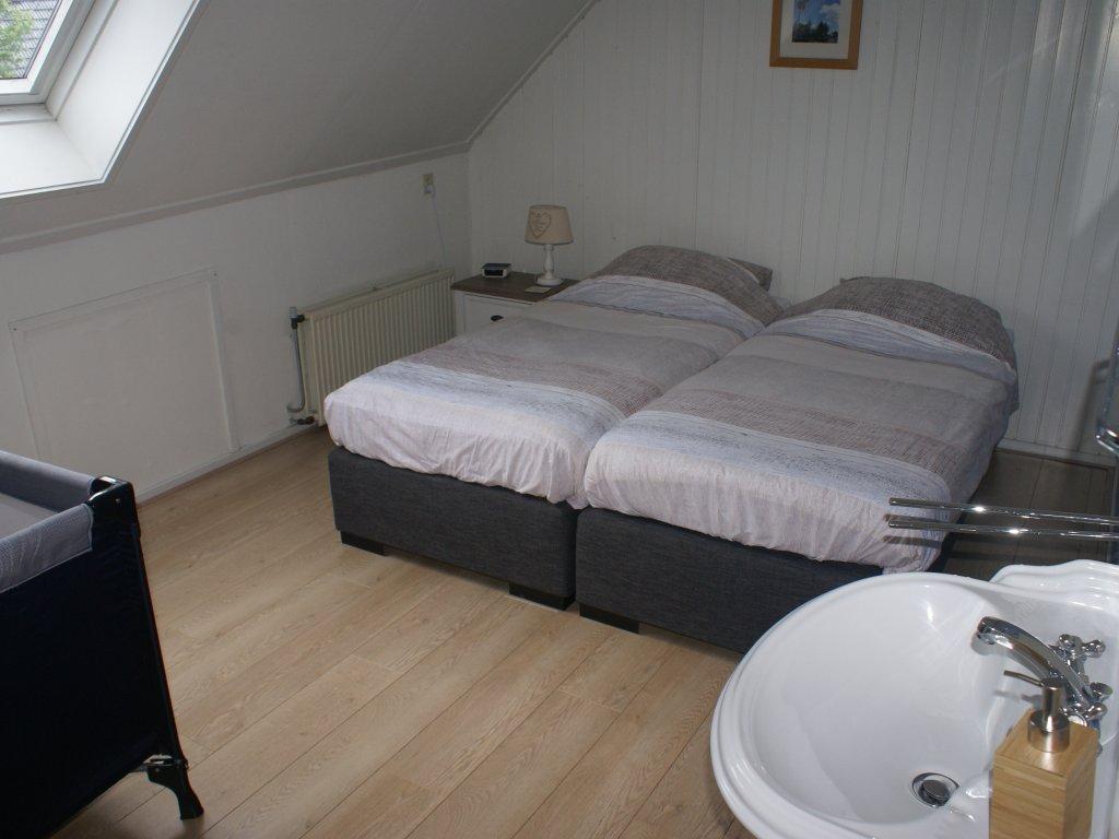 Tweepersoonskamer (met ruimte voor een babybedje)